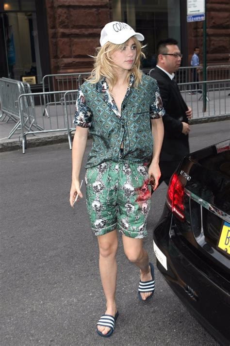 Wait, Why Is Suki Waterhouse Wearing Shower Shoes to a Q&A